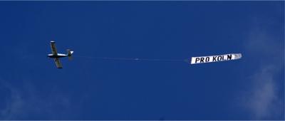 20. September 2008 - Flugzeug mit ProKöln-Banner über der Domstadt